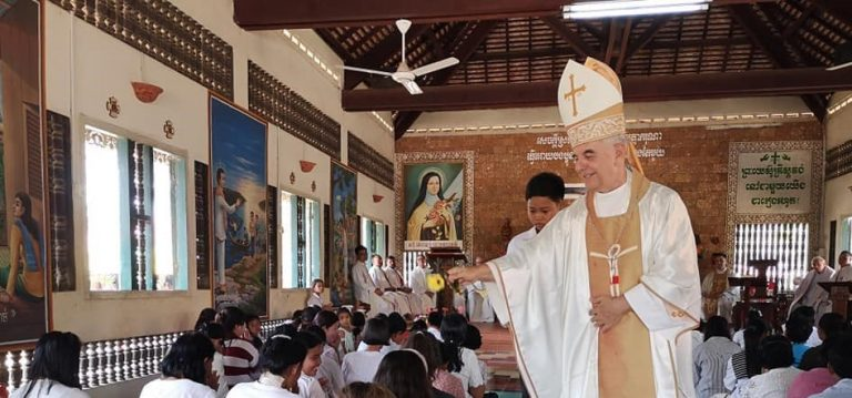 Battambang, Cambodia: Bishop Figaredo – Giraffe as Symbol of Christian Mission