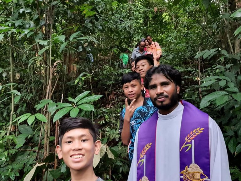 Sarawak, Malaysia: Fr. Ravindra Babu, Indian Mill  Hill Missionary, in the Limelight
