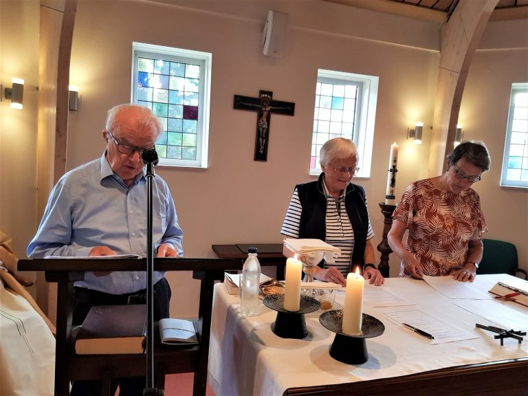 Lay Mill Hill Missionary Associates Renew Contract (1)
